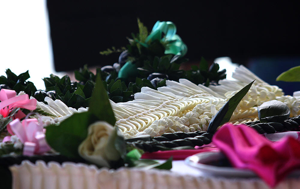 photo hawaii flower wedding leis on the table at the beach white ginger