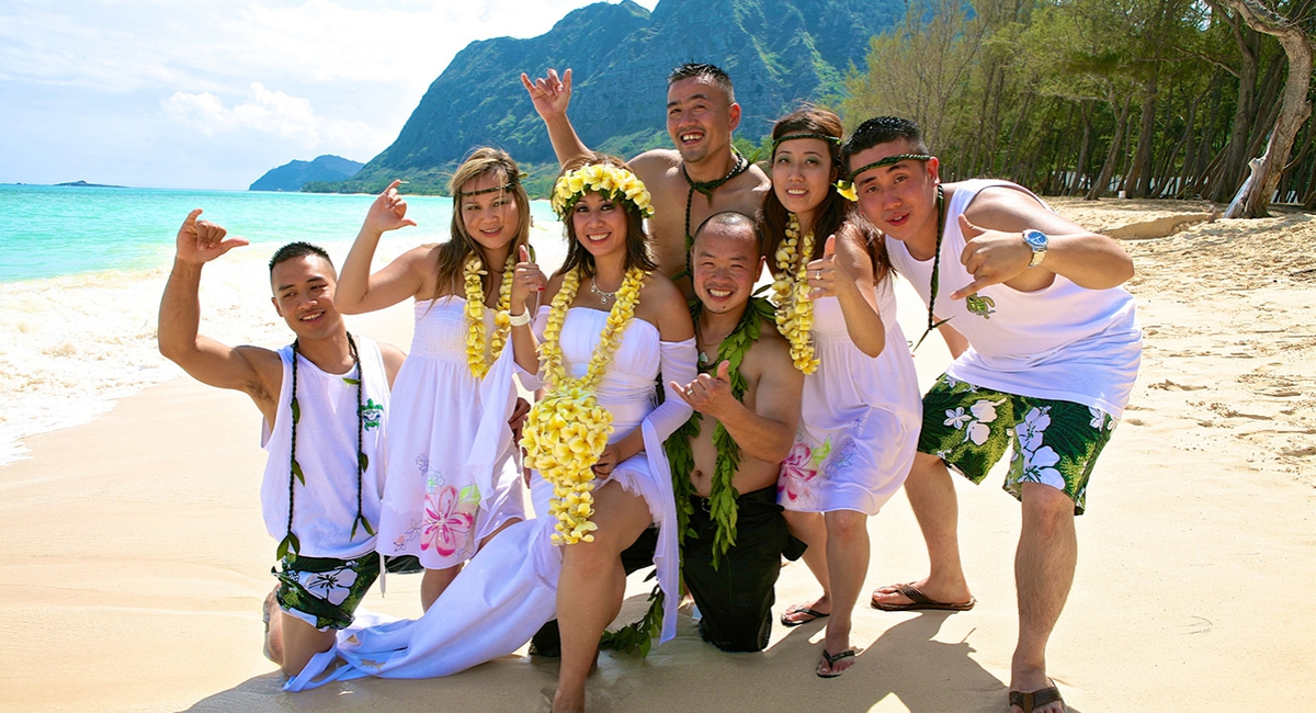 Hawaiian wedding on the beach