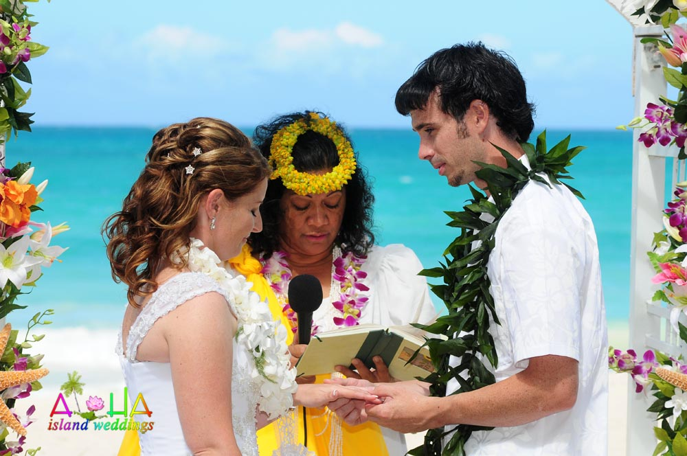 Leihulu Mamo minister in Hawaii read the vows to the wedding couple