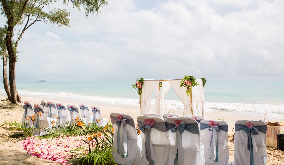the art of flowers from Hawaii and beach wedding designs
