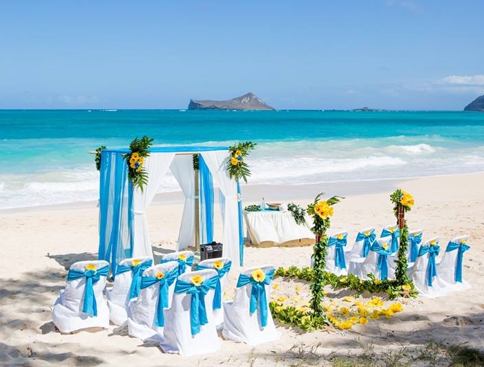 Ocean sky blue theme beach wedding in Hawaii
