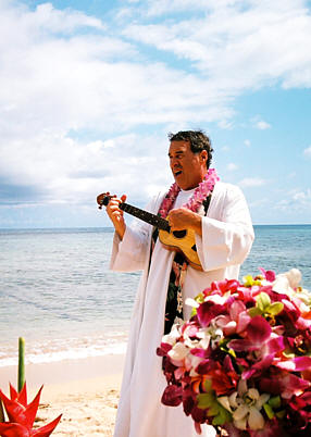 rev Alan Fisher Hawaii wedding minister playing the ukulele