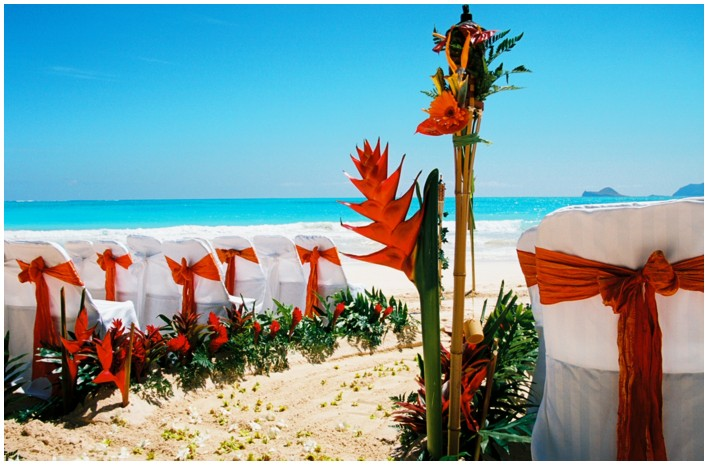 redish orange theme setup beach wedding photo