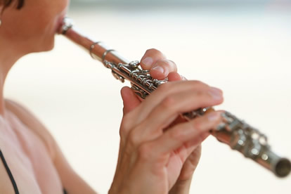 saskia short playing the silver flute in Hawaii at a wedding