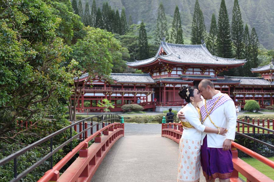 a photo shoot at kaneohe valley of the temples on oahu with leling a couple from california