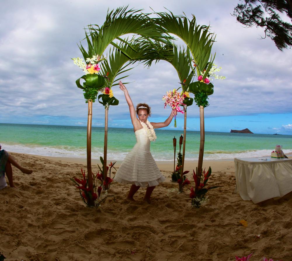 Waikiki Beach Wedding Ceremony: Hawaiian Wedding Photos Of Karissa And Brian