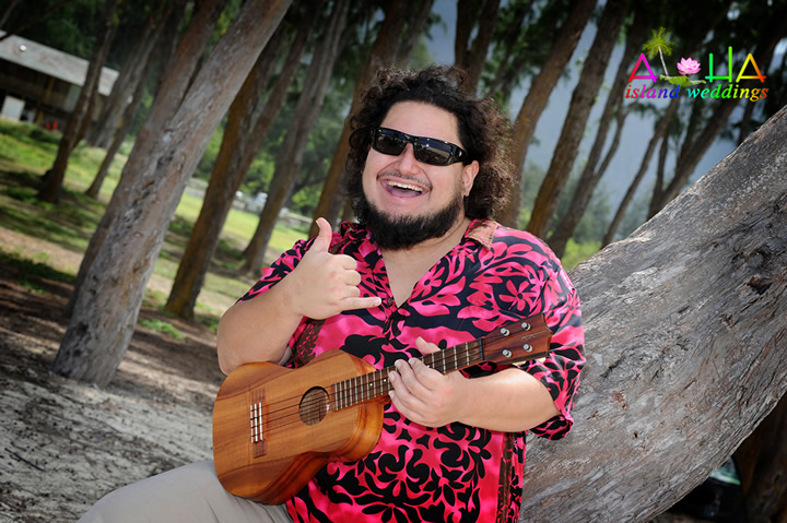 playing and singing ukulele for wedding couples in Hawaii
