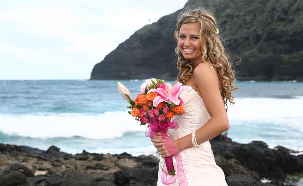 romantic wedding photography of jewel and jamie in hawaii