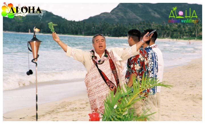 Hands to the sky in a Hawaiian prayer for the wedding couple
