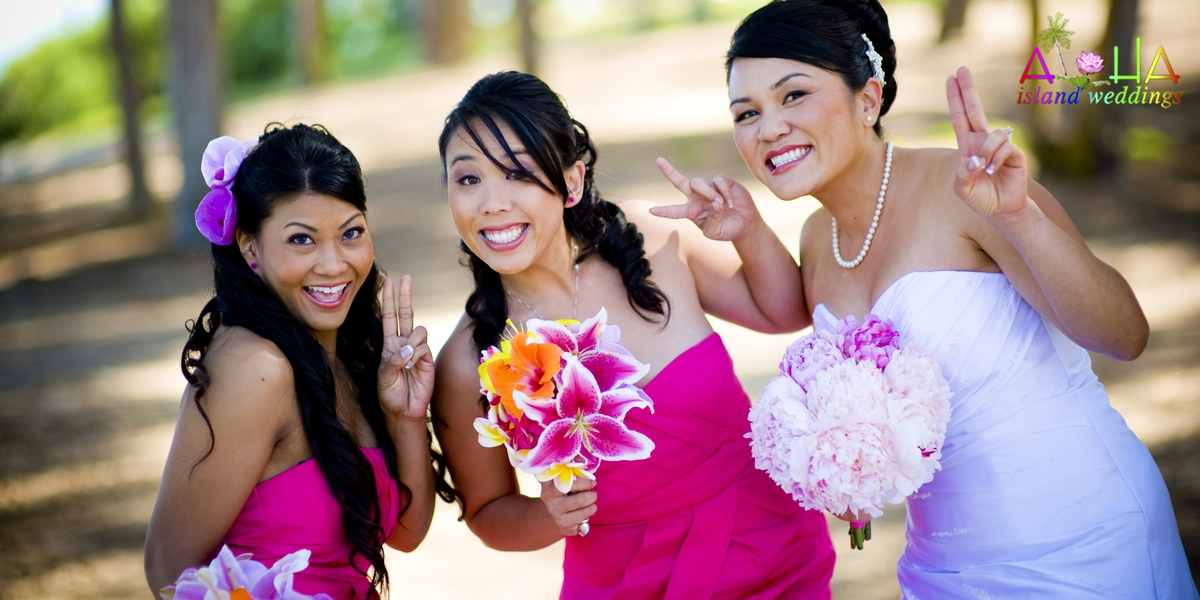 leling with her bridesmaids with the peace sign